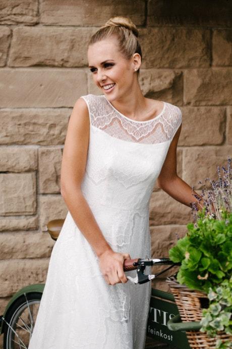 Brautkleid mit Trägern – transparente Spitze – Nanette