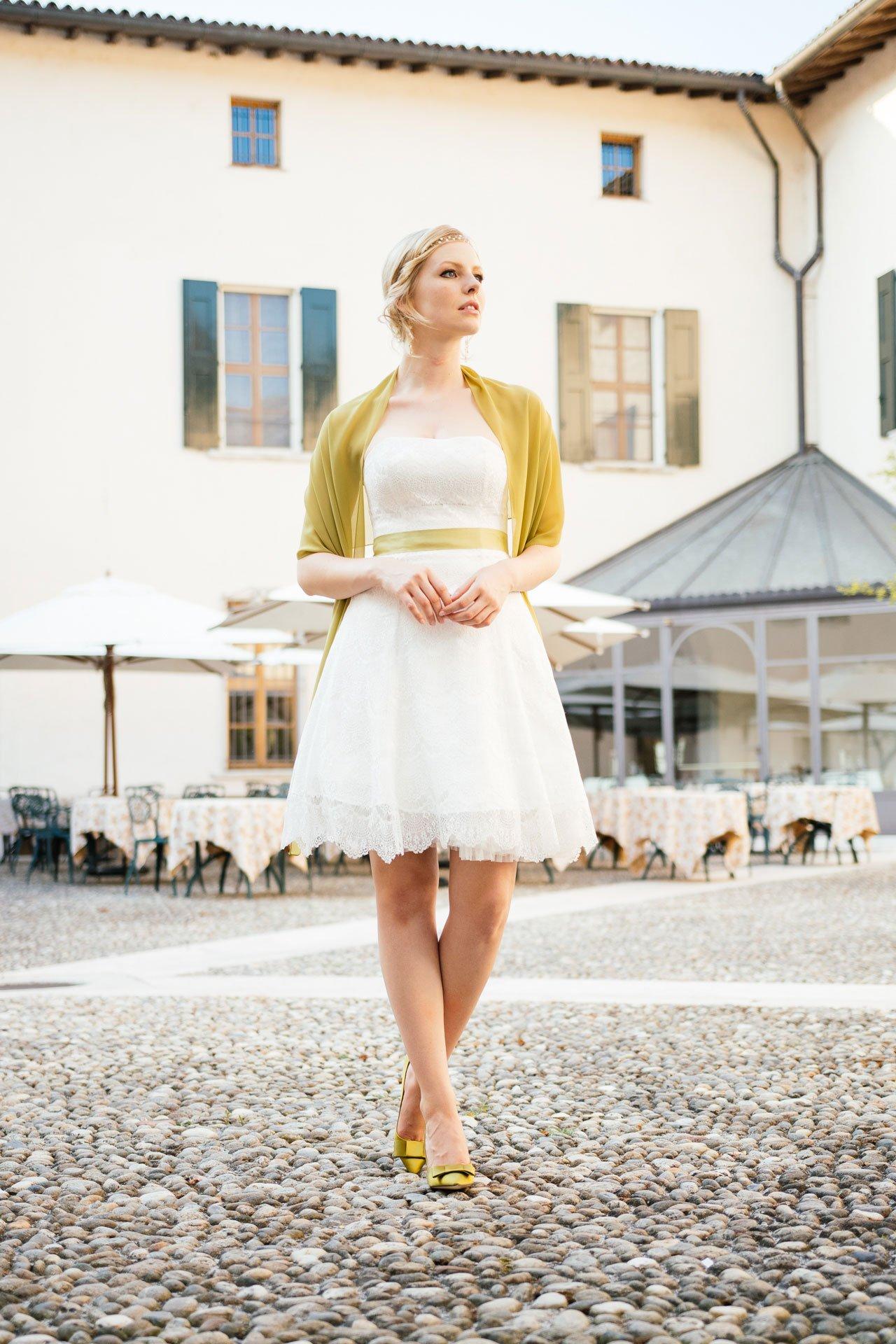 Brautkleid Petticoat kurz mit grüner STola