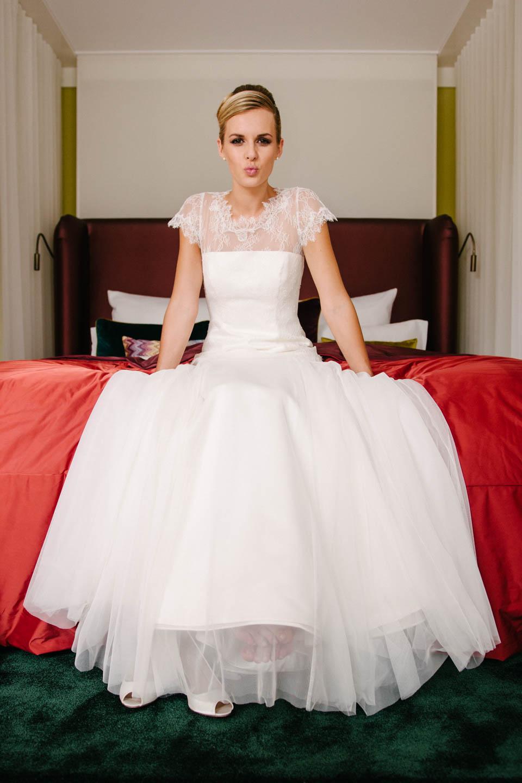 Brautkleid Rücken Spitze mit Godet Tüllrock