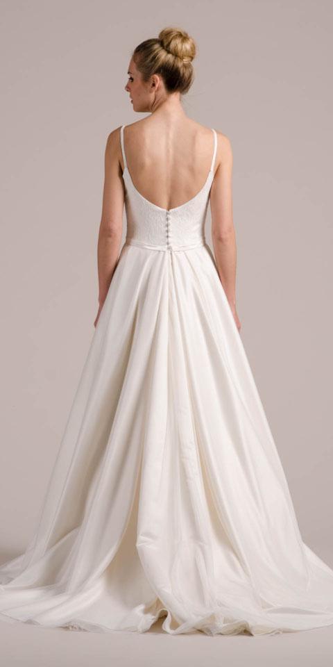 Brautkleid rückenfrei – mit Faltenrock & Perlenstickerei – Wanda