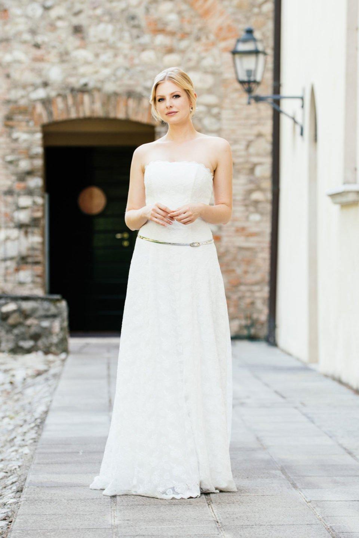 Brautkleid schulterfrei in schmaler A-Form