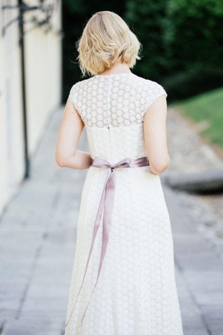 Brautkleid Spitze markant mit Blumen in schmaler A-Form – Uma
