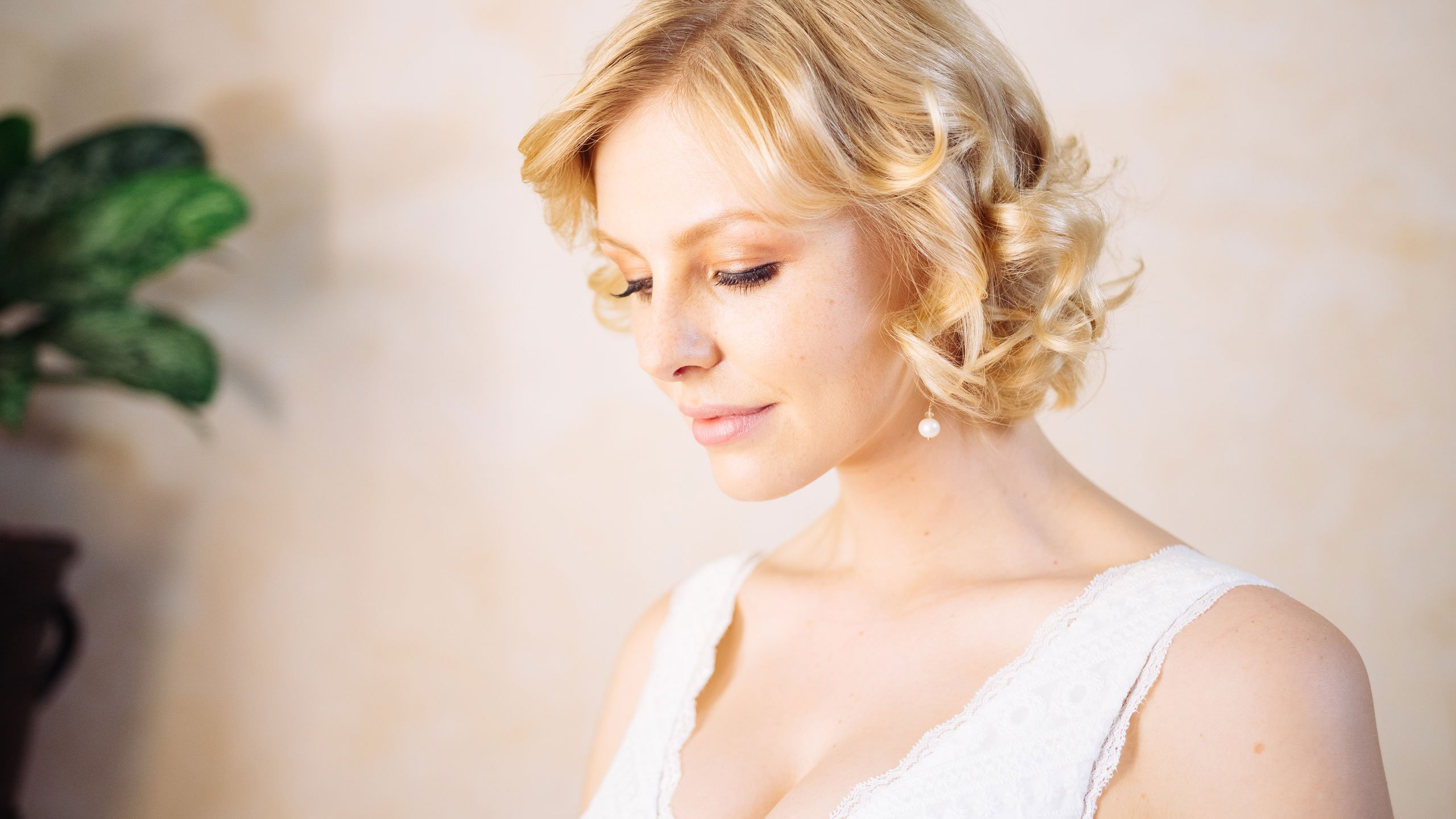 Brautkleid V-Ausschnitt Perl-Ohrringe