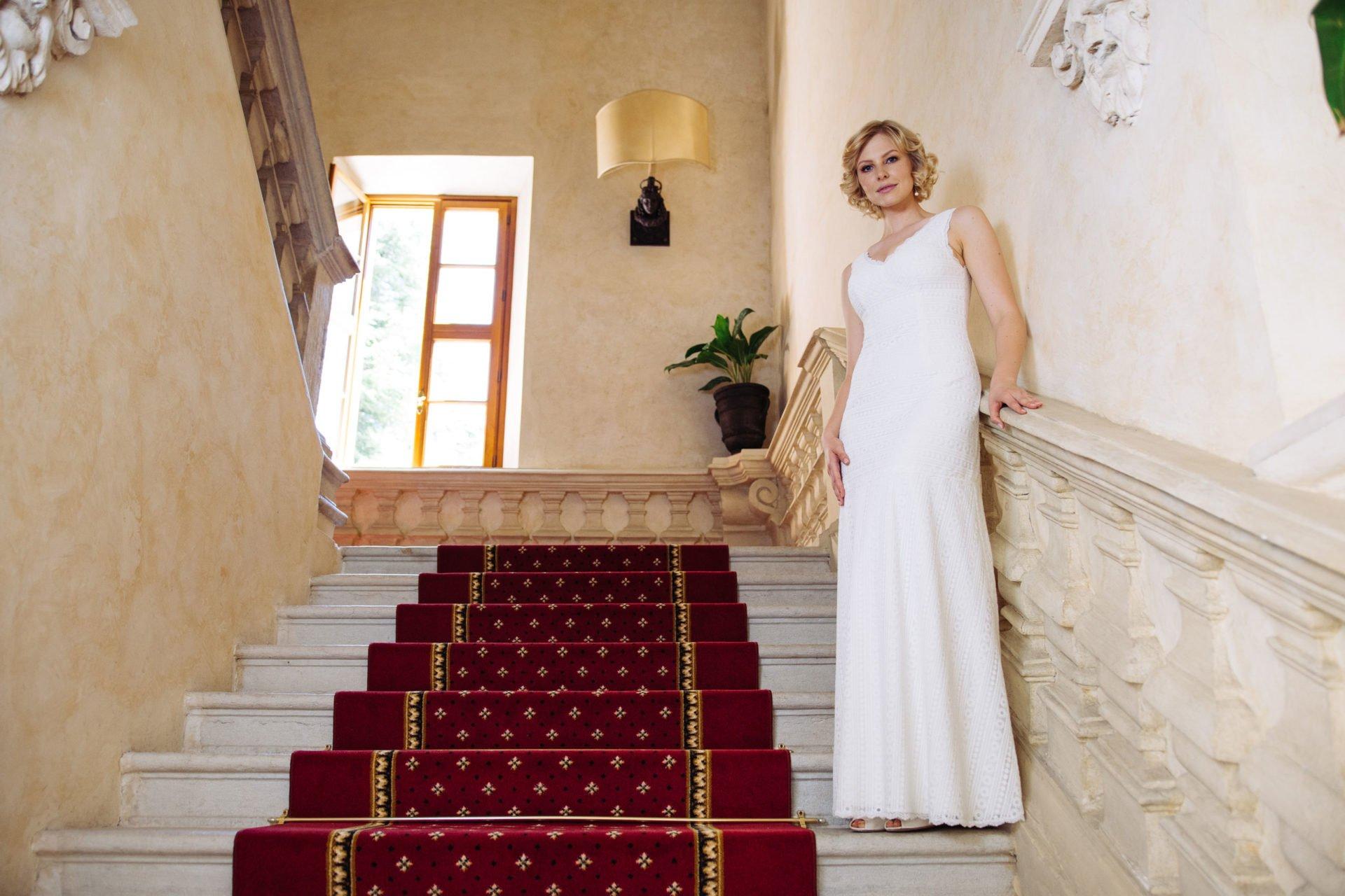 Brautkleid V-Ausschnitt in graphischer Spitze