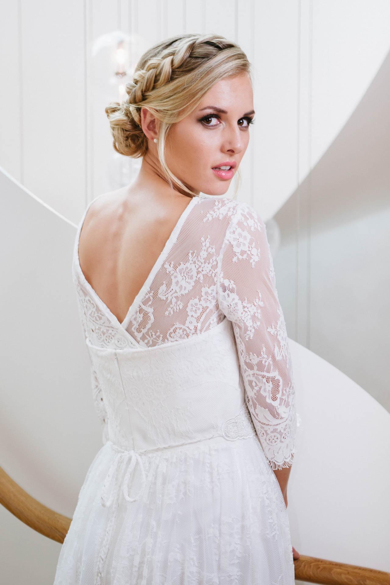 Hochzeitskleid mit Spitze und Bolero Rückenansicht