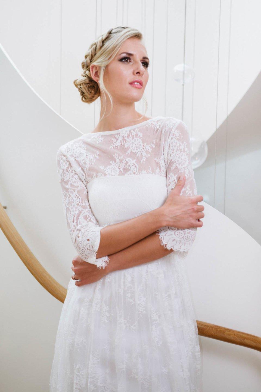 Hochzeitskleid mit Spitze und Bolero