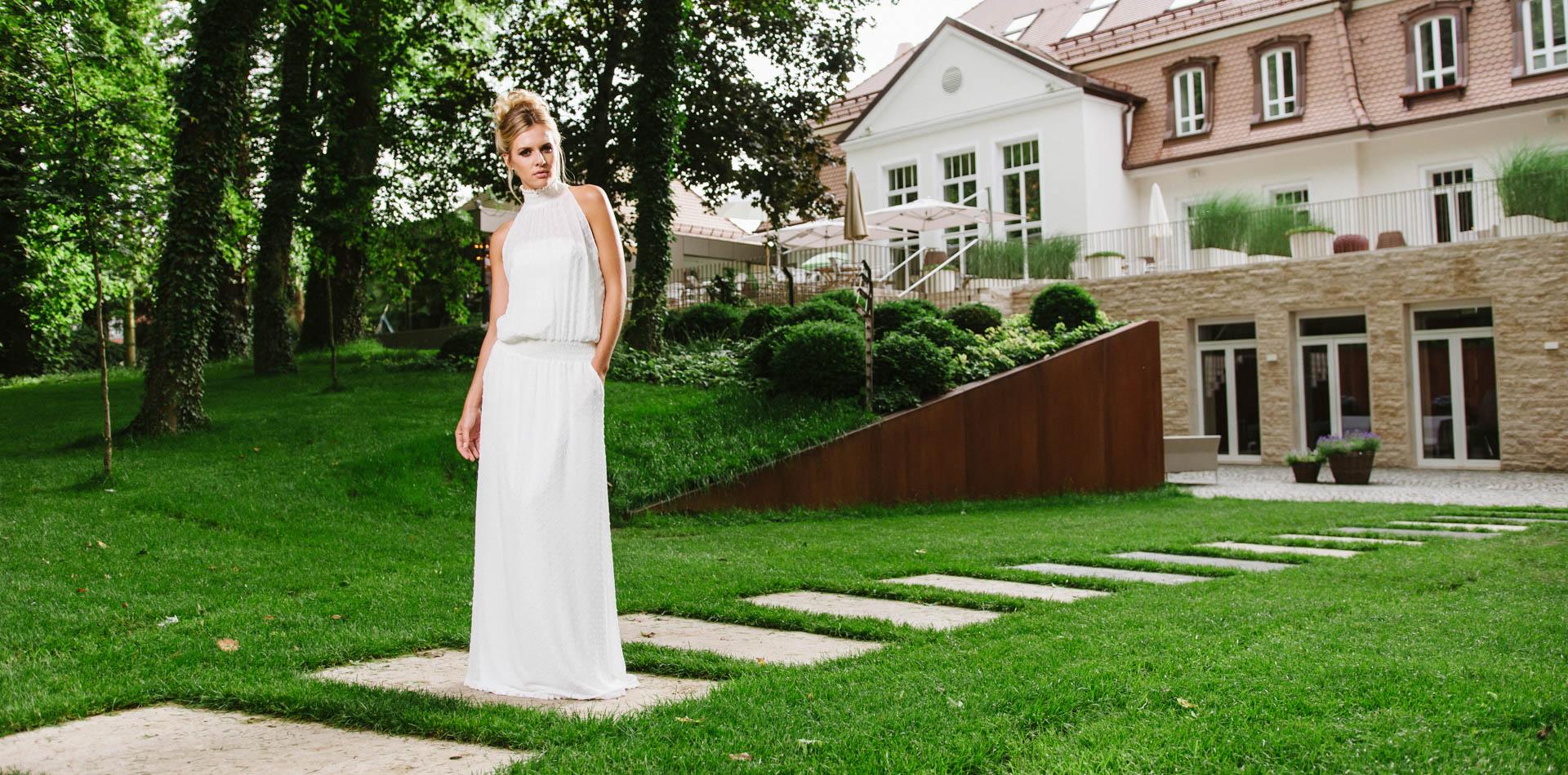 New Boho Brautkleid aus Punktechiffon mit Stehkragen und Taschen – Daphne