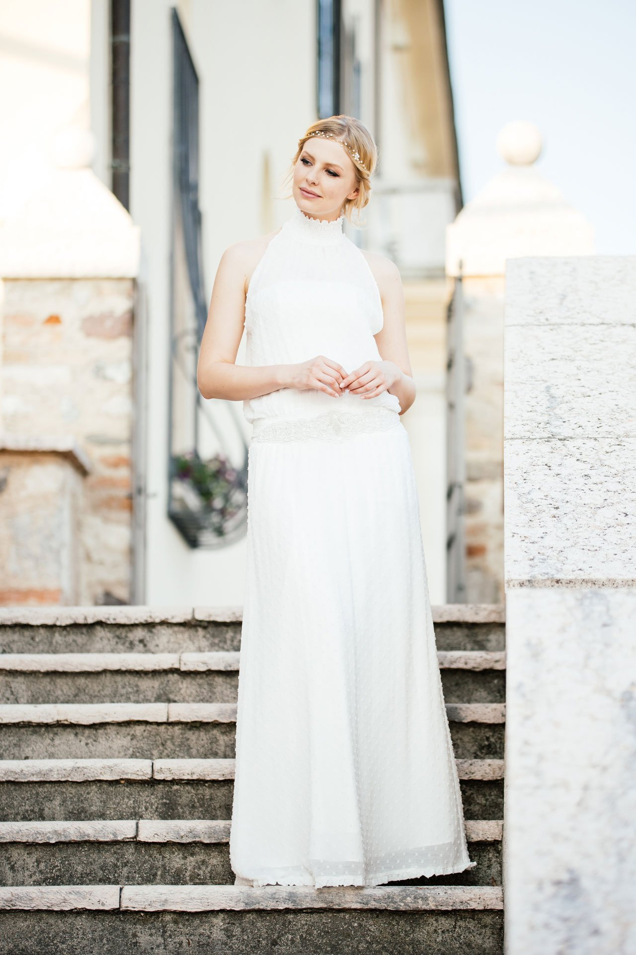 New Boho Brautkleid aus Punktechiffon mit Stehkragen