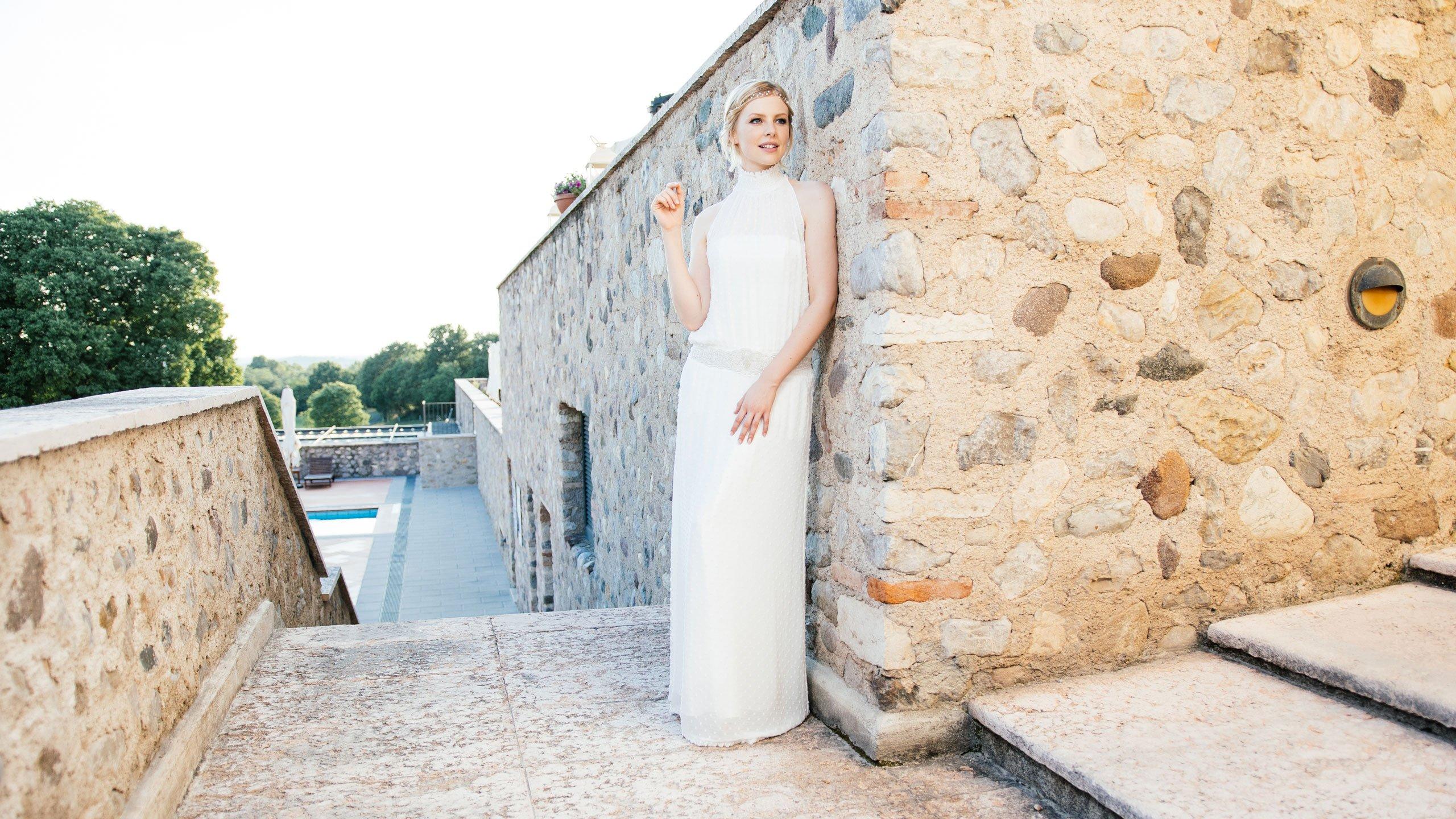 New Boho Brautkleid aus Punktechiffon mit Stehkragen und Taschen