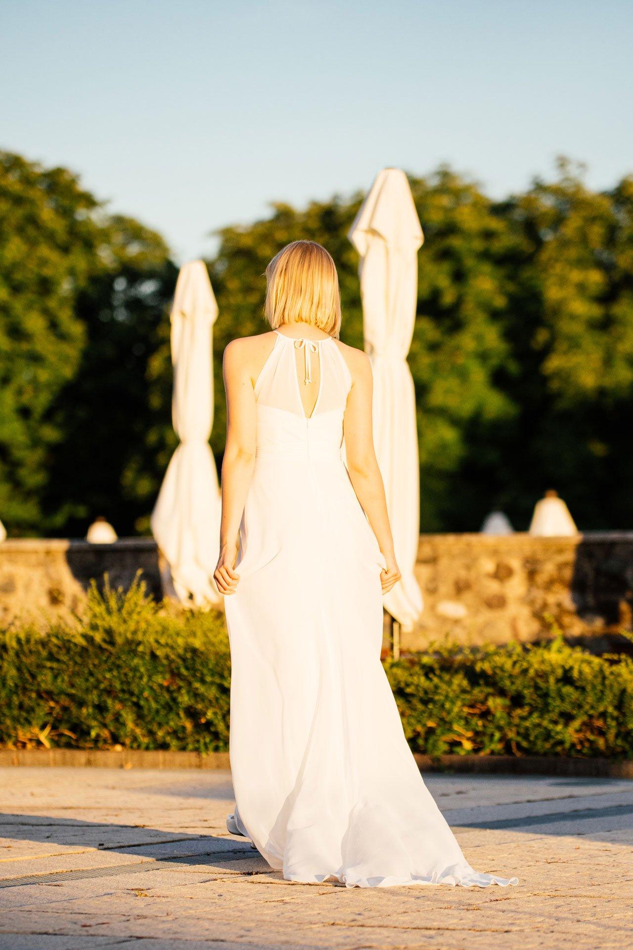 schlichtes Brautkleid - schmal und clean mit Schleppe