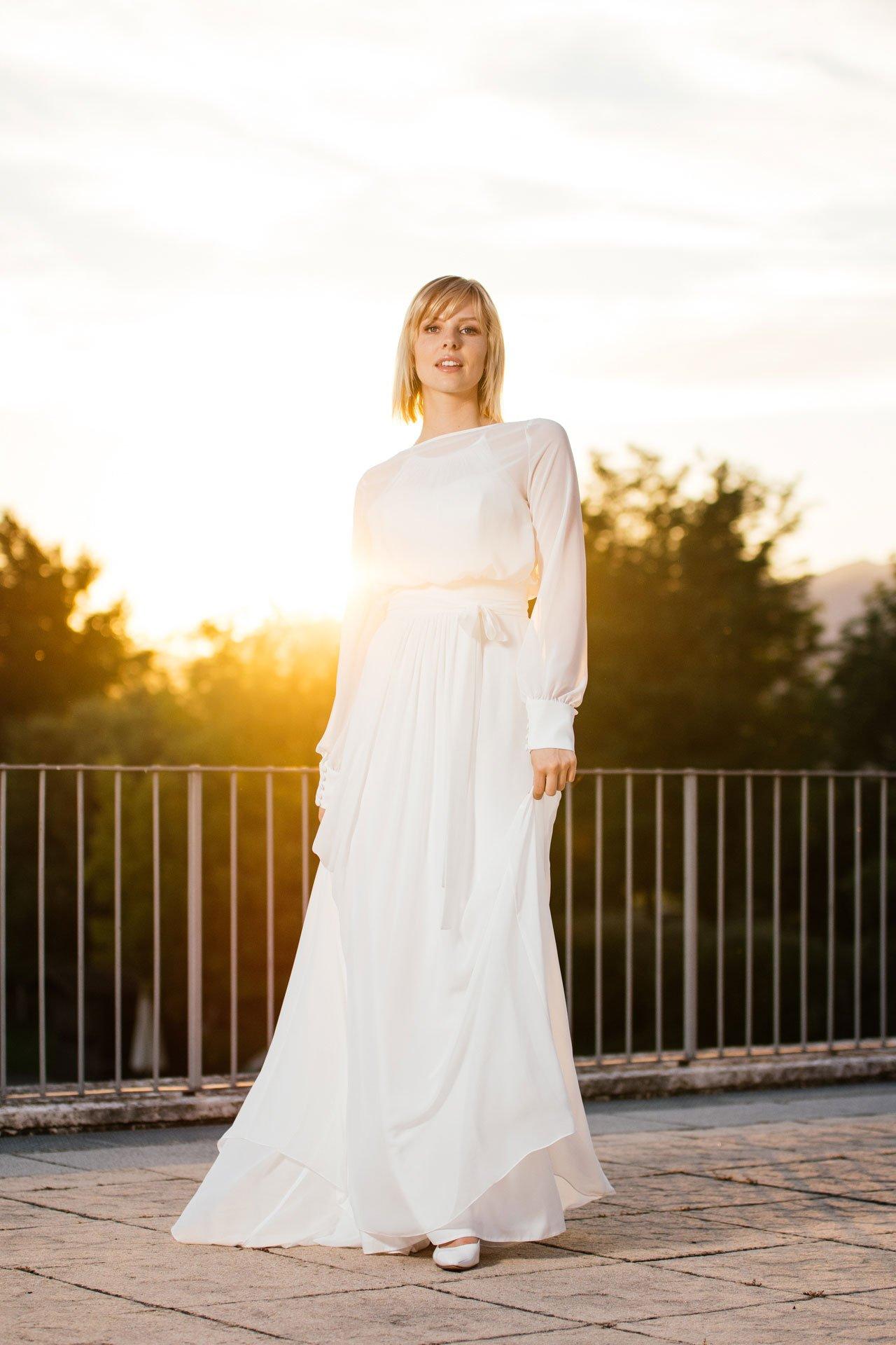 schlichtes Brautkleid mit Bolero zum Wickeln