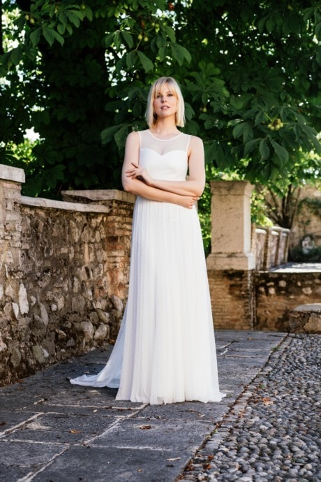 Schönes Brautkleid mit Punkten – besonders und schlicht – Rea