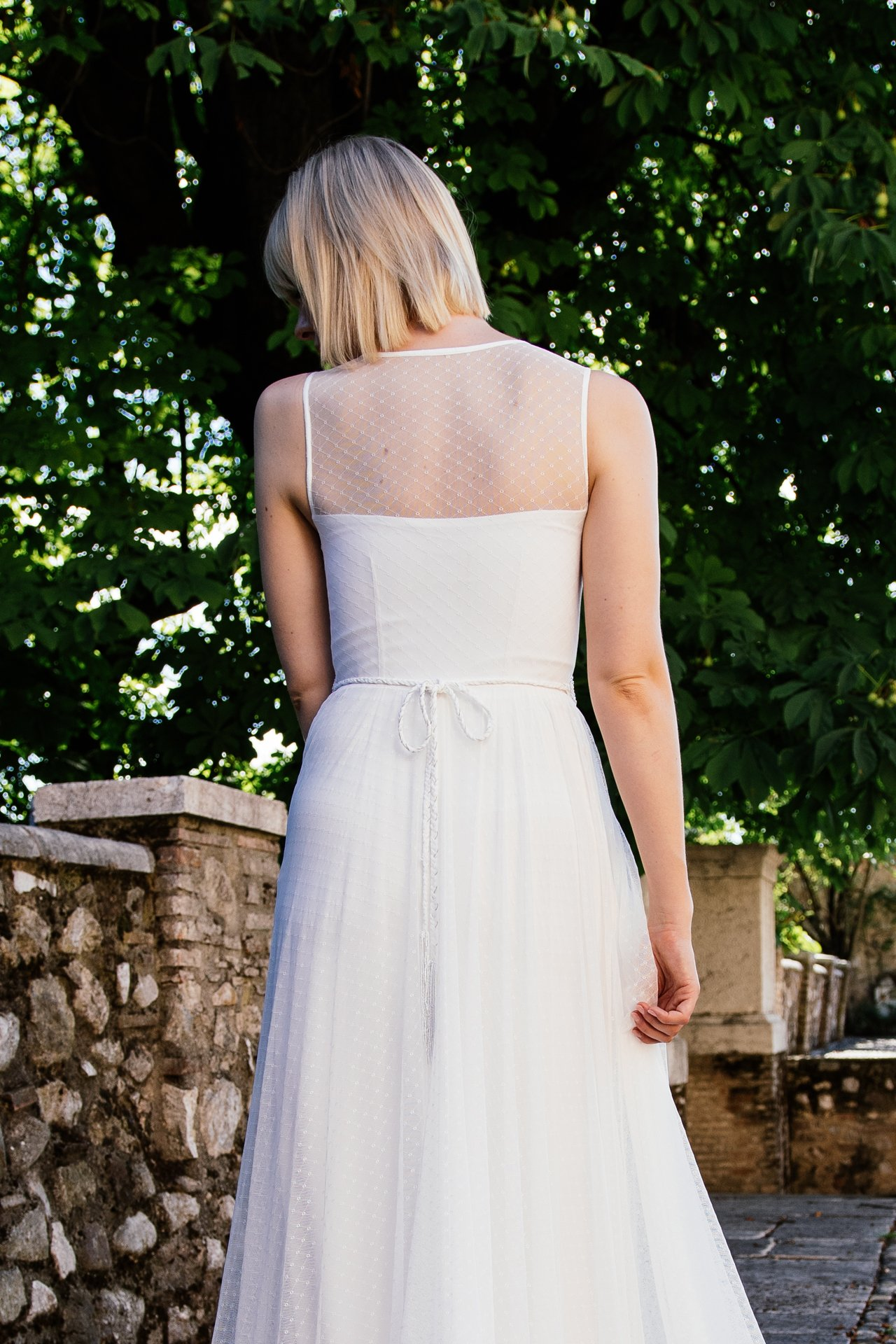 Schönes Brautkleid mit Punkten