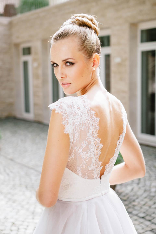 Sexy Brautkleid mit tiefem Rücken