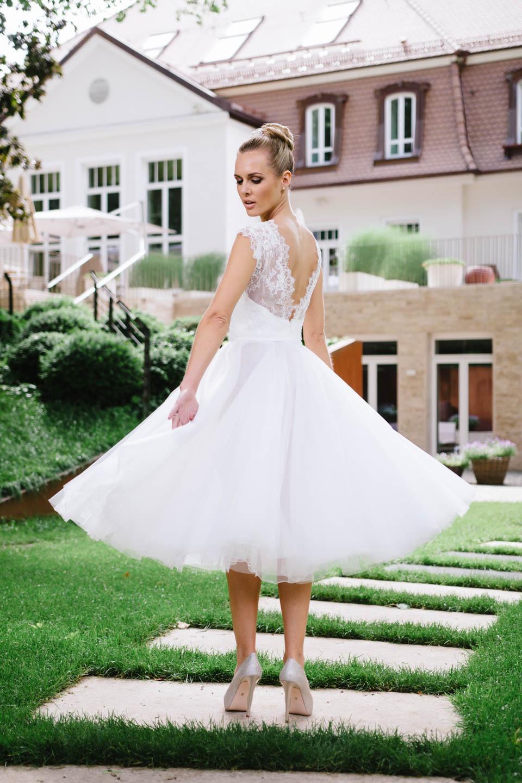 Sexy Brautkleid mit 3/4 Tüllrock und tiefem Rücken