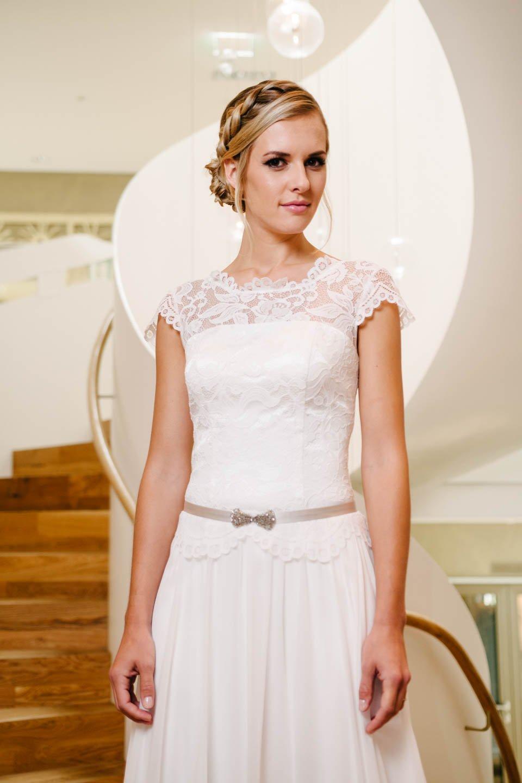 Vintage Hochzeitskleid mit Flügelarm und Seidenrock