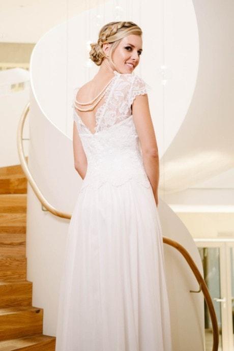 Vintage Hochzeitskleid mit Flügelarm und Spitzencorsage – Phöbe