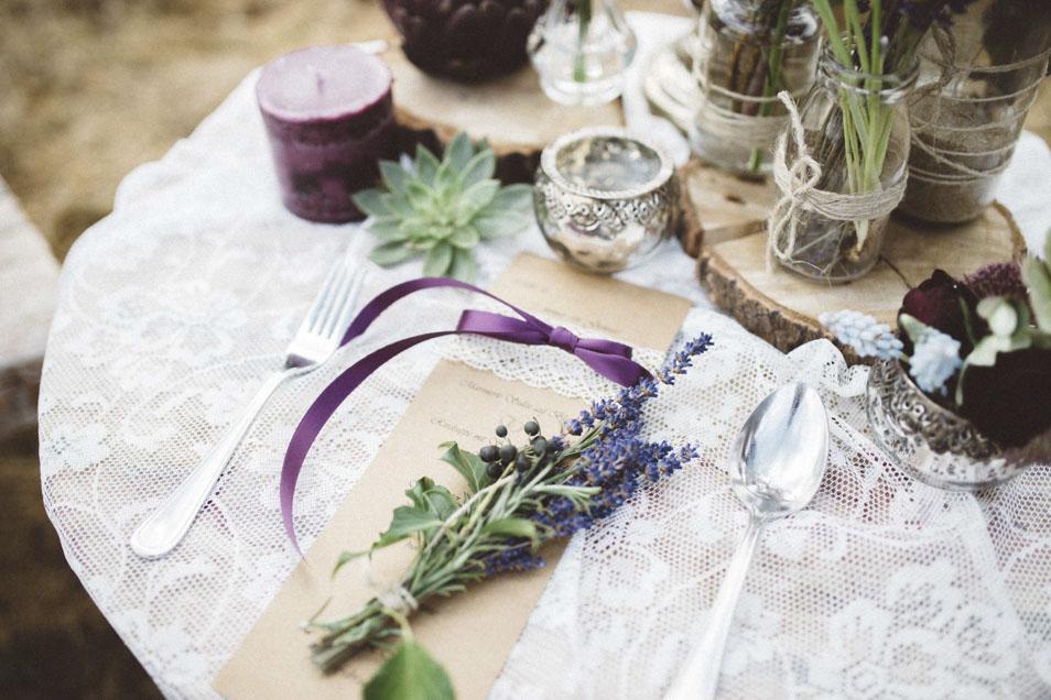 Blumendeko Lavendel zur Boho Hochzeit