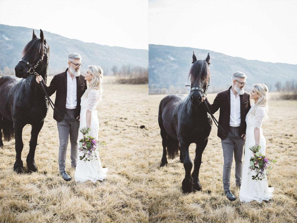 Bohemian Brautpaar mit Pferd