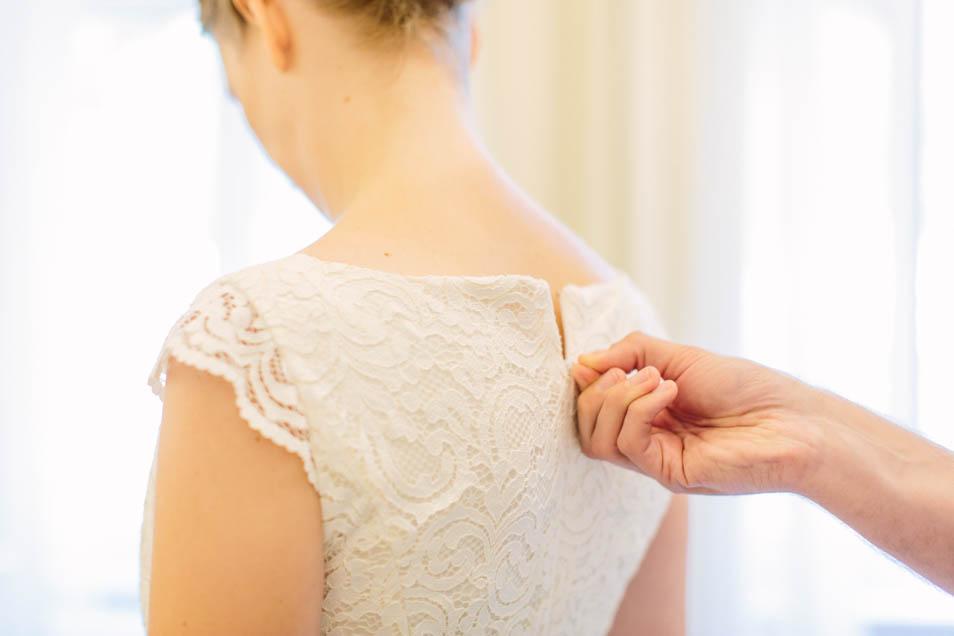 Rückenansicht kurzes Spitzenkleid