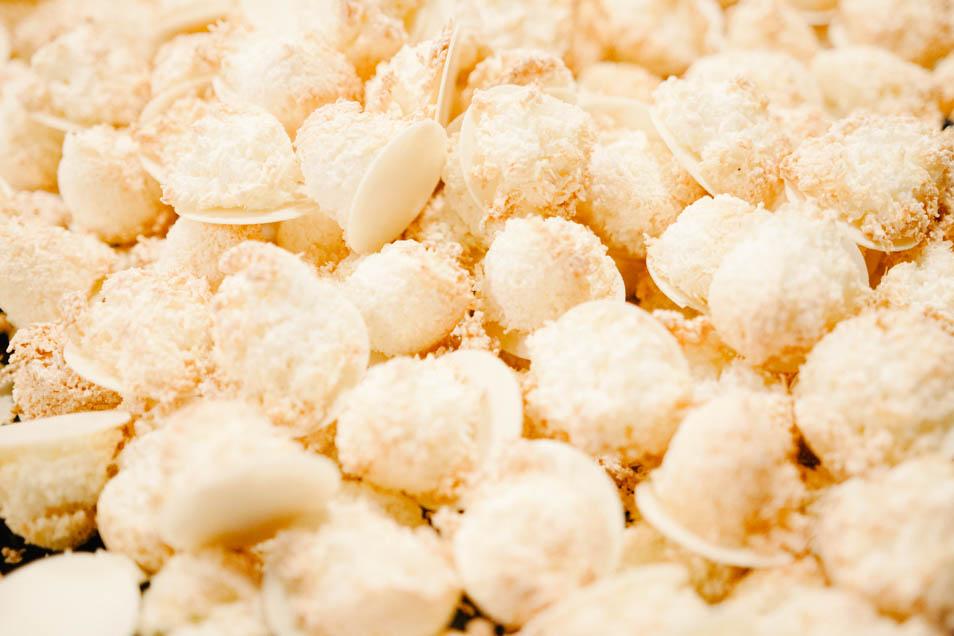 goldgelb gebackene Kokosmakronen