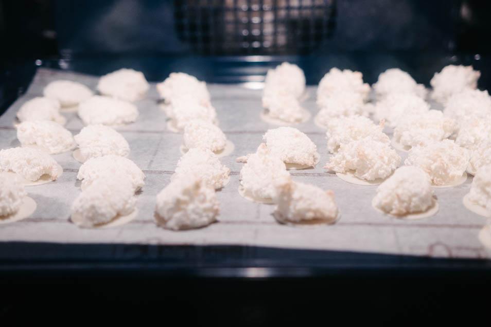 Kokosmakronen im Ofen