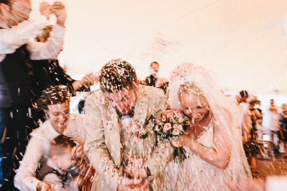 ganz viel rosa Konfetti zur Hochzeit