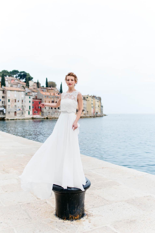 Braut in einer Hafenstadt