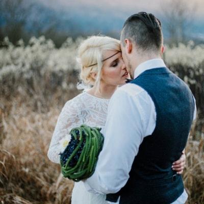 Romantik, Wintersonne und ein traumhaftes Brautkleid