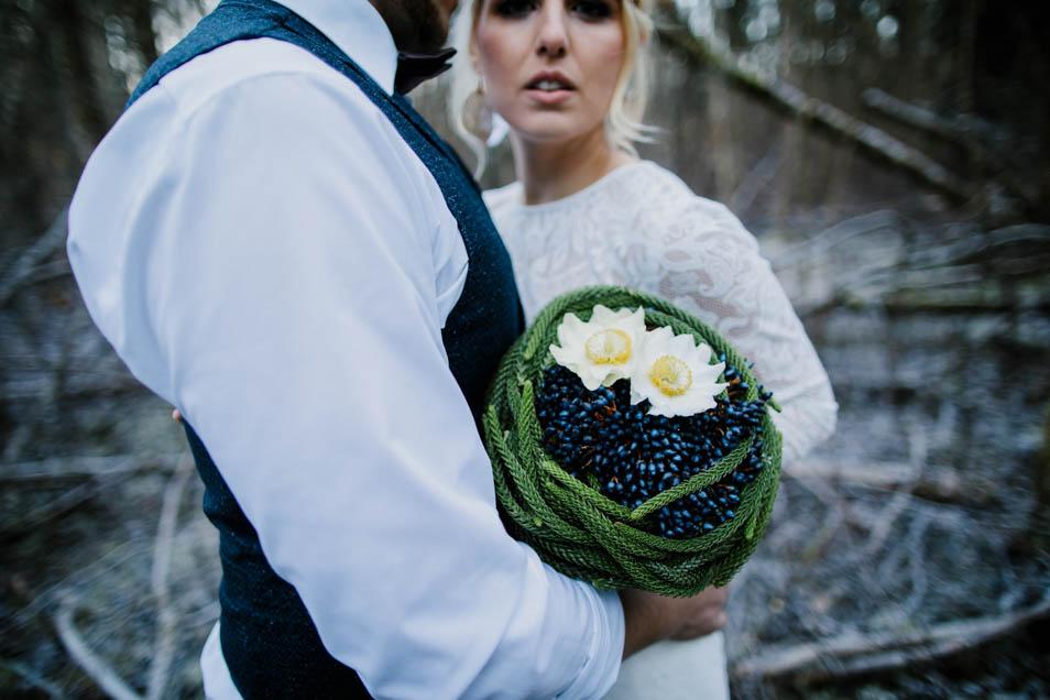 traumhaftes Brautkleid und wundervoller Brautstrauss