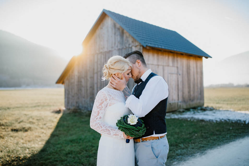 traumhaftes Brautkleid in der Abendsonne