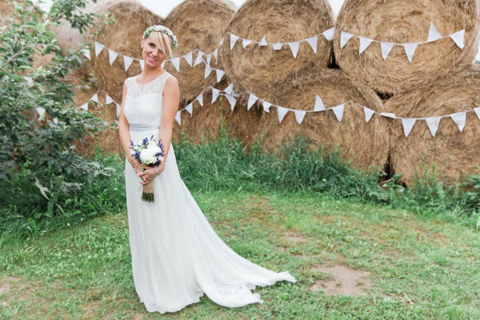 Braut im Spitzenkleid