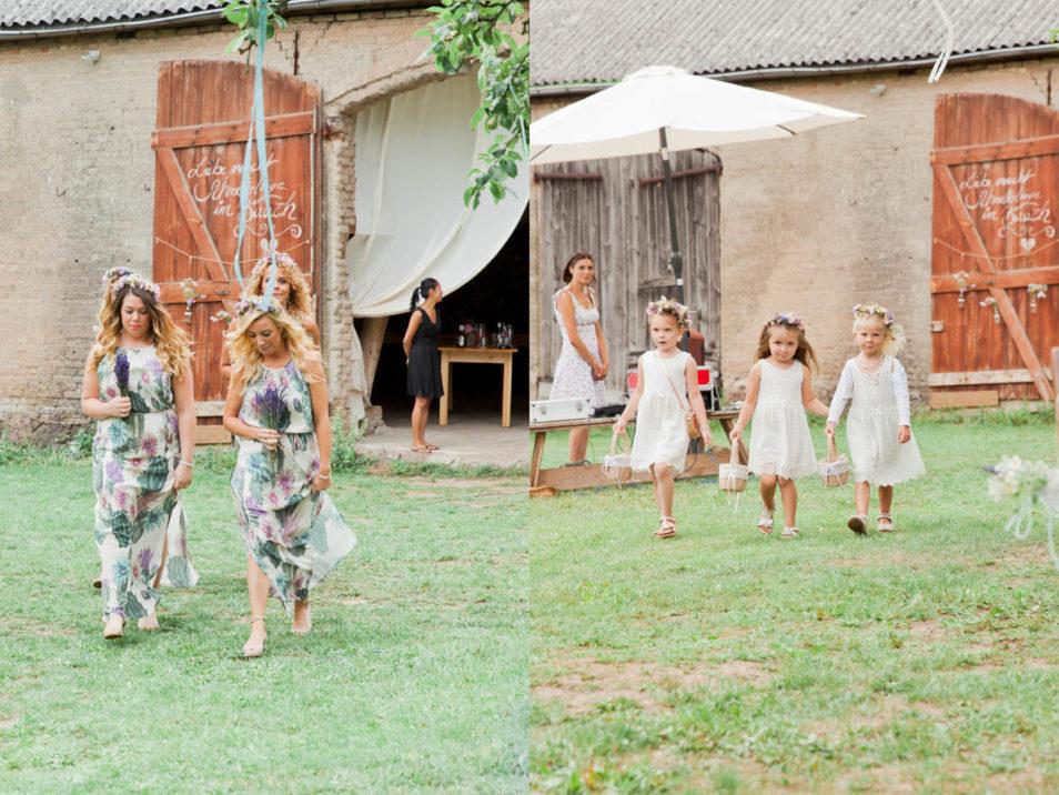 Brautjungfern und Blumenkinder