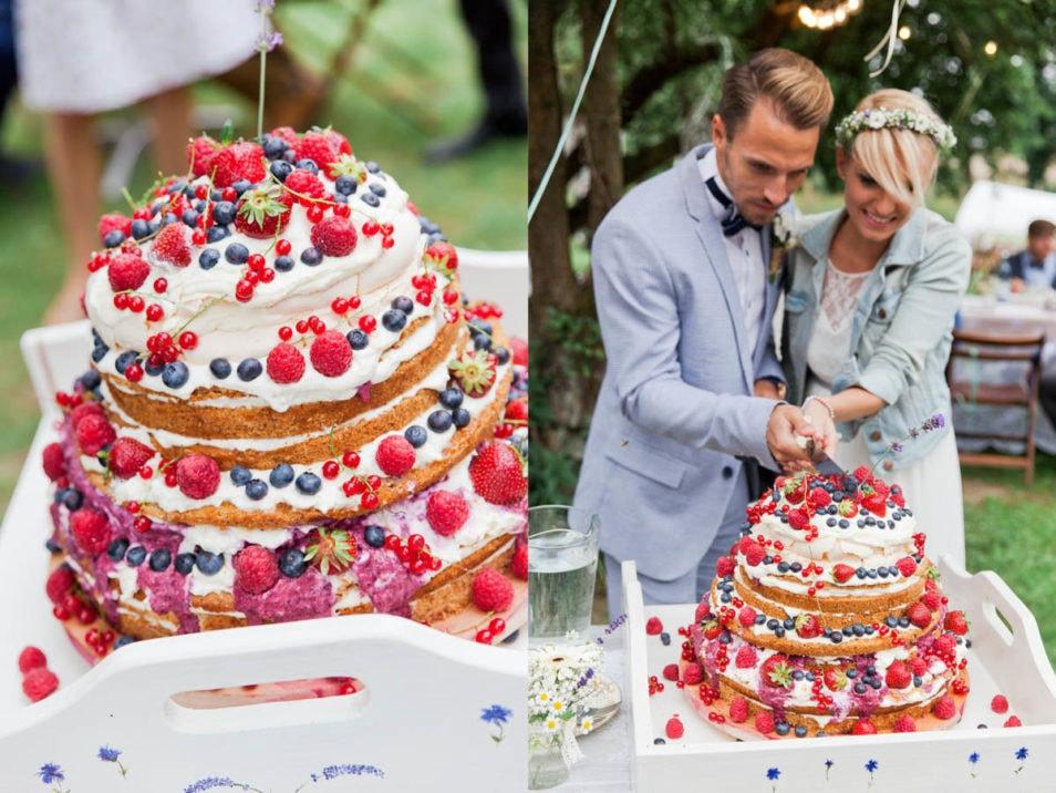 bunte Hochzeitstorte mit vielen Früchten