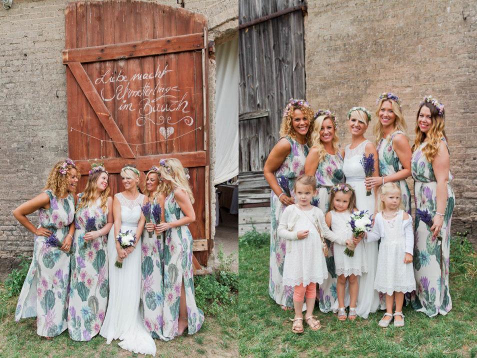 Braut mit Brautjungfern und Blumenkindern