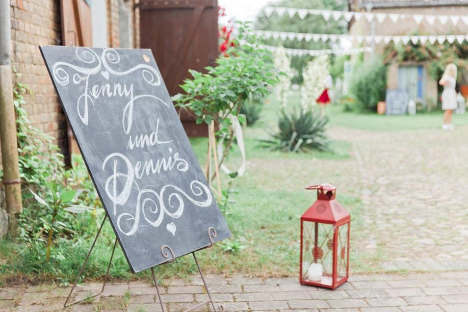 Schild mit Namen des Brautpaars