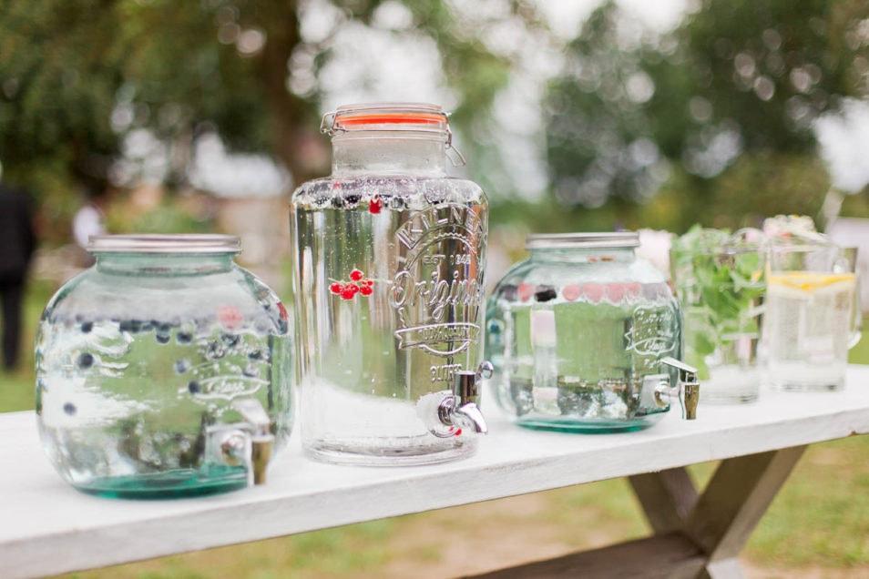 Vintage Gläser mit Getränken
