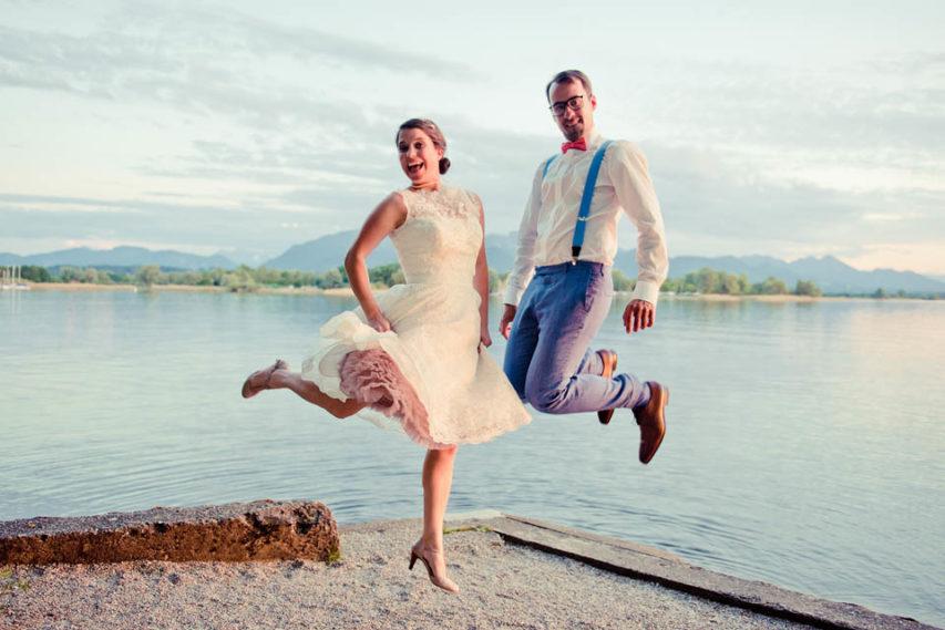 Hochzeitsparty am See – tolles Fest im 50ies Brautkleid