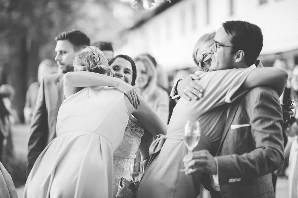 Sektempfang mit Freunden Hochzeit