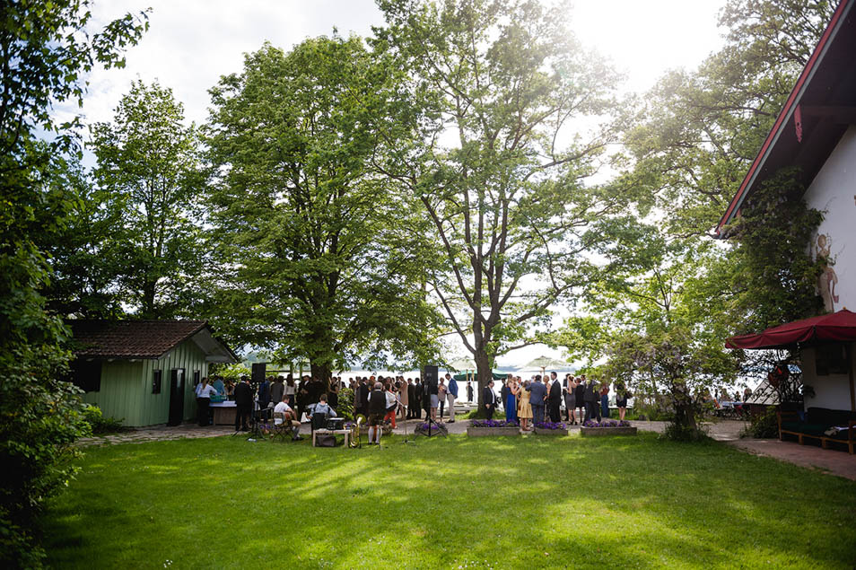 Hochzeitsparty am See