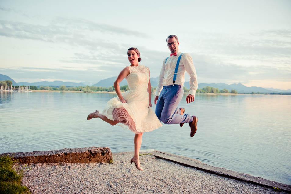 Hochzeitsparty Hüpfbild am See