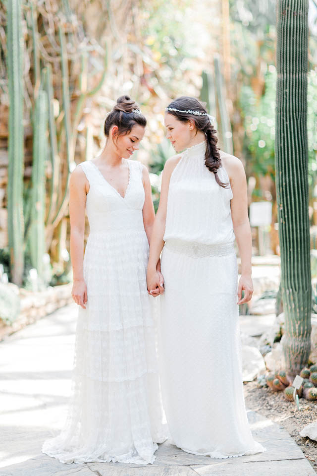 Bohemian Hochzeitskleider im botanischen Garten