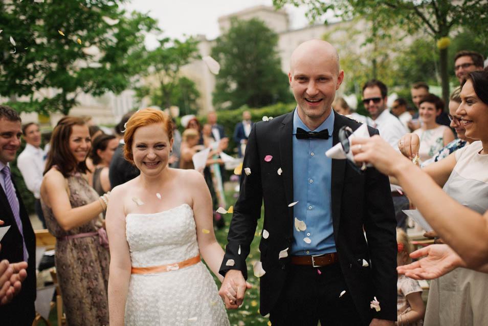 Besondere Hochzeit – glückliches Paar nach der Trauung