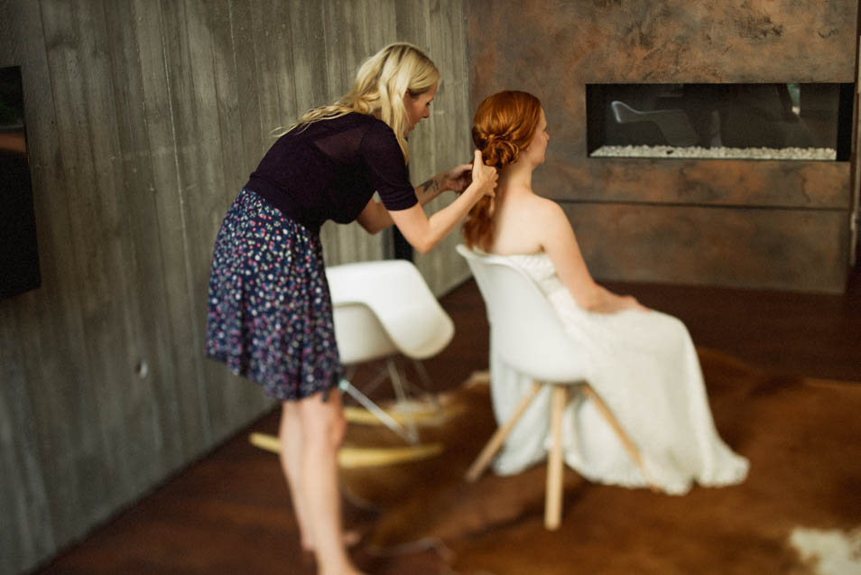 Rothaariger Braut werden Haare gemacht