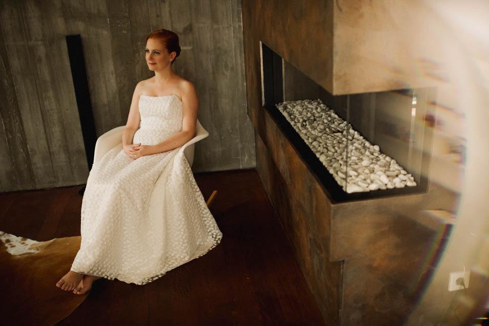 Rothaarige Braut im Corsagenbrautkleid