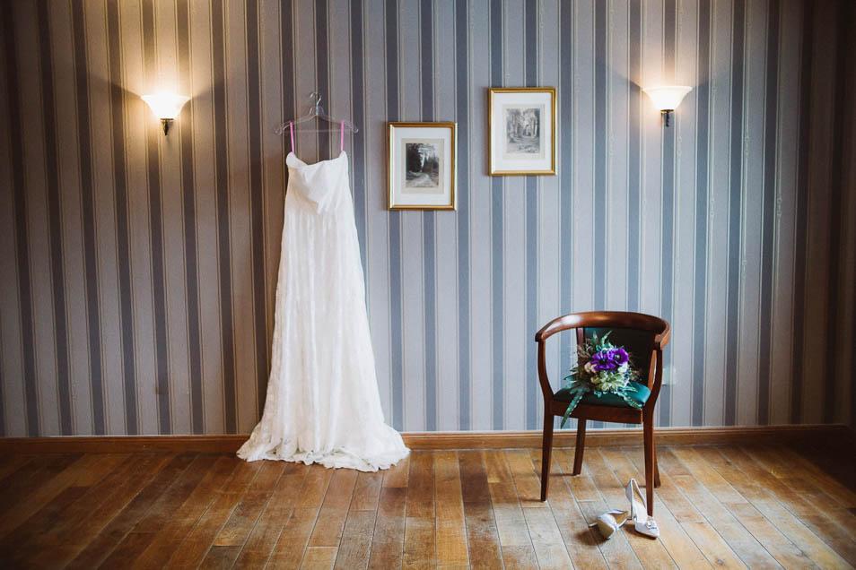Übergrößen Brautkleid an der Wand
