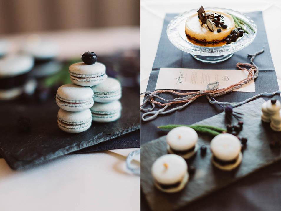 Macarons und kleiner Mini-Hochzeitskuchen