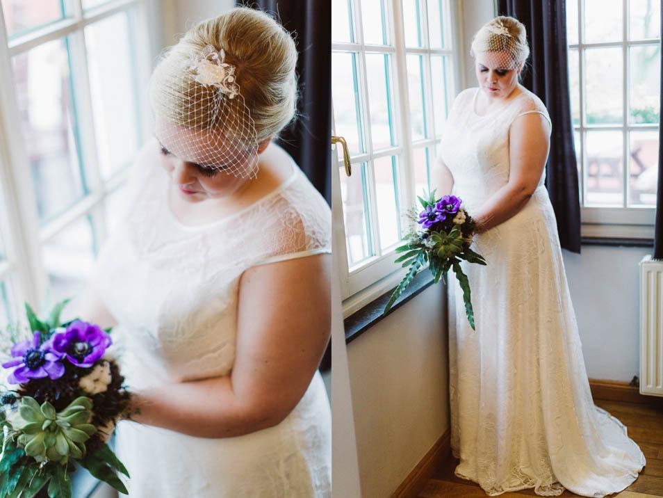 Fascinator, Brautstrauß und Braut mit Brautkleider Übergröße