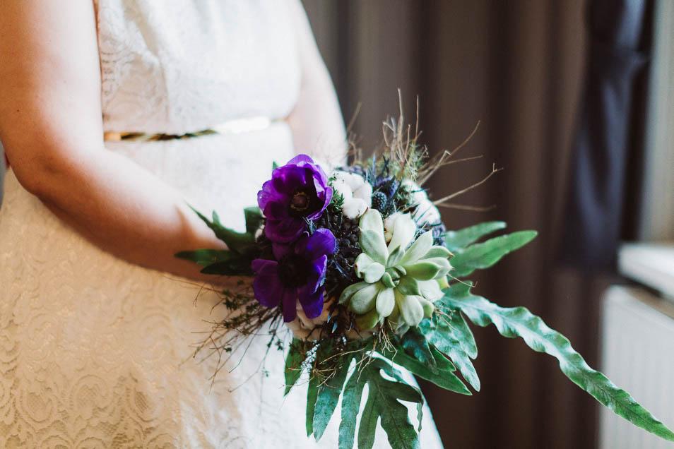 Brautstrauß, Brautgürtel und Spitzendetails