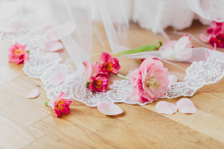 Blumen auf Brautschleier